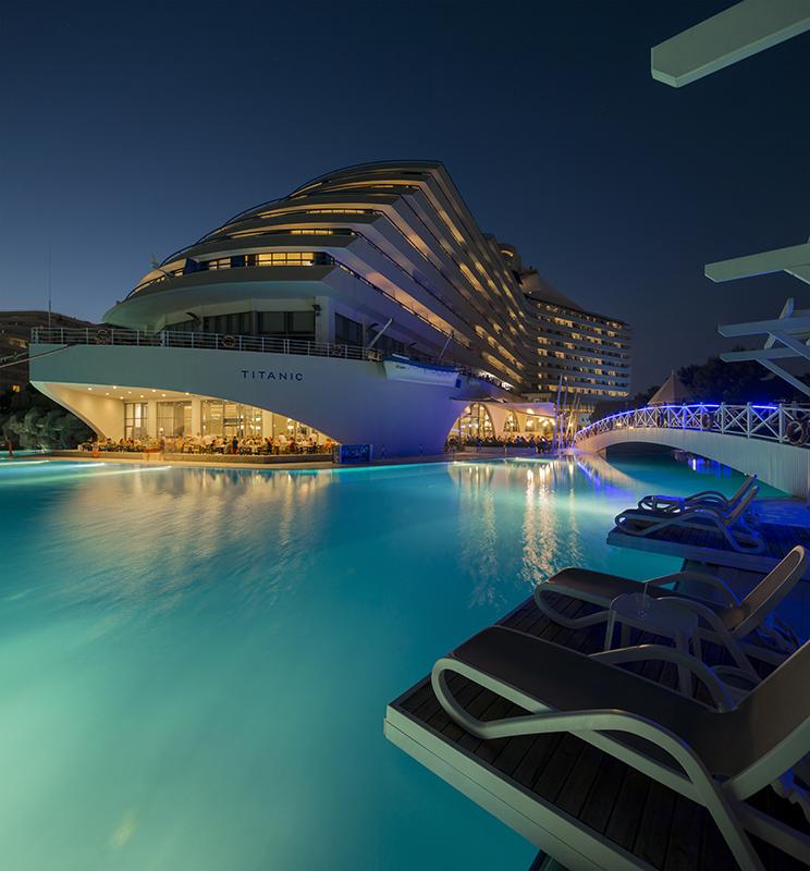 هتل تایتانیک لارا
